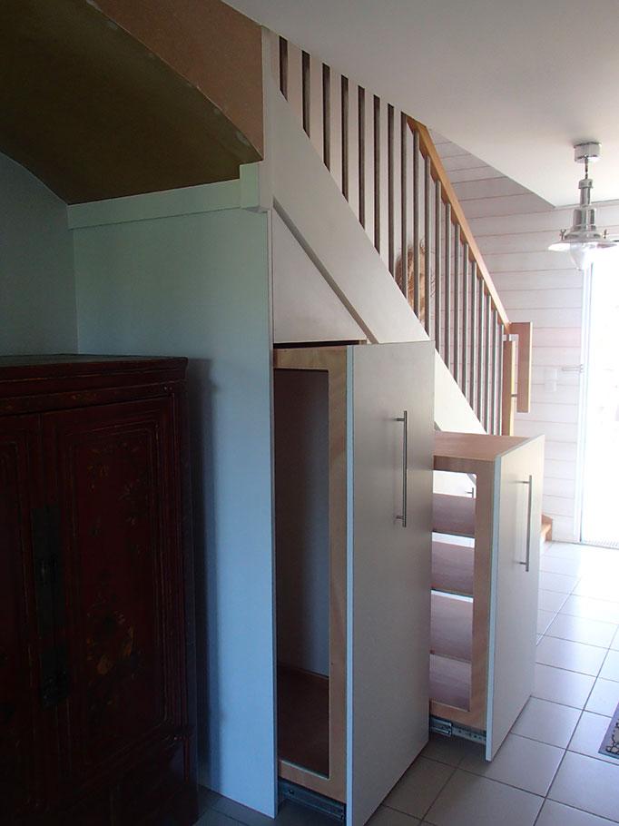 Aménagement Placard Sous Escalier Avec Tiroirs De Rangements Aménagement  Placard Sous Escalier Avec Tiroirs De Rangements ...